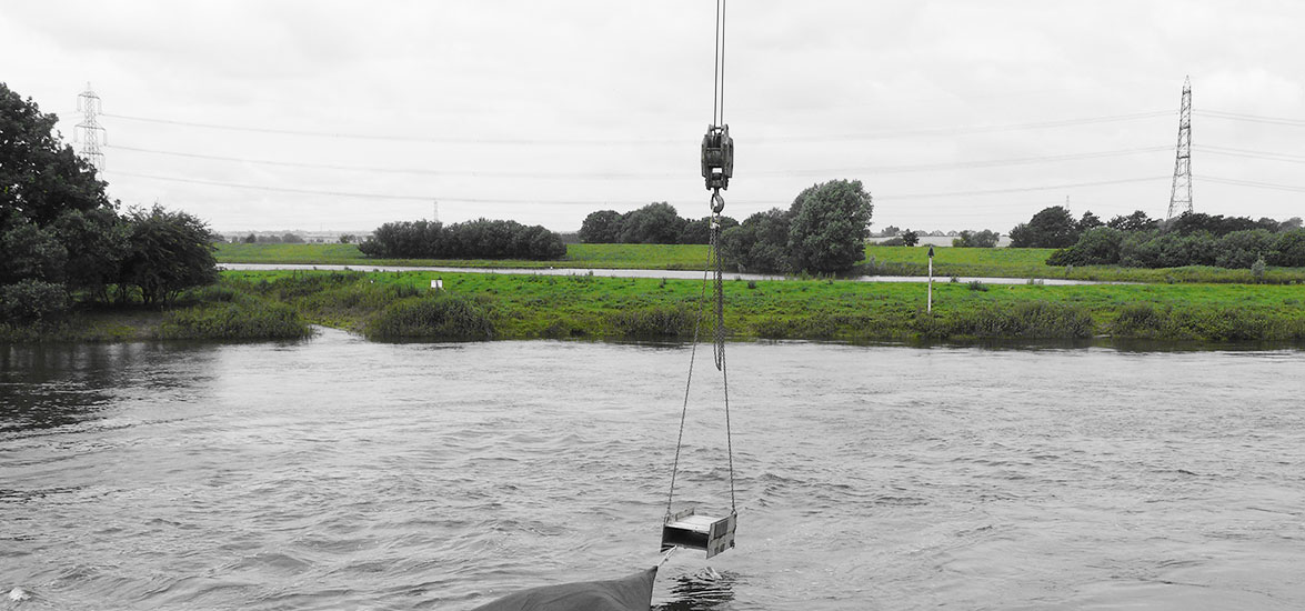 RIVER TRENT CONTAINMENT CURTAIN DEPLOYMENT/RECOVERY